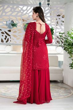 Party Wear Indian Dresses, Indian Gowns Dresses, Dress Indian Style, Indian Fashion Dresses, Ball Dresses, Evening Dresses, Stylish Dresses For Girls, Stylish Dress Designs, Designs For Dresses