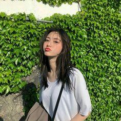 Ulzzang Korean Girl, Cute Korean Girl, Korean Girl Fashion, Ulzzang Fashion, Girl Photo Poses, Girl Photos, Very Pretty Girl, Asian Short Hair, Cute Poses For Pictures