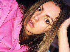 Brown hair is ooo so yummy 😋 Alexandra Stan, Beautiful Eyes, My Favorite Color, Brown Hair, Angels, Singer, Pink, Fashion, Brown Scene Hair