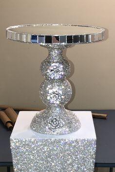 84 Beautiful DIY Home Decor With Swarovski Rhinestones - kinal. Home Crafts, Diy Home Decor, Diy And Crafts, Wedding Cake Stands, Cake Wedding, Party Wedding, Ideias Diy, Crystal Decor, Wedding Crafts