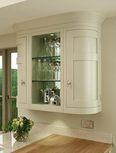Elegant rounded cupboards with mirrored backs reflect light and highlight treasured possessions. Inframe Kitchen, Real Kitchen, Granite Kitchen, Kitchen Interior, Kitchen Design, Kitchen Laminate, Kitchen Worktops, Kitchen Display Cabinet, Kitchen Cupboard Storage