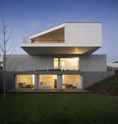 Image from http://cdn.myfancyhouse.com/wp-content/uploads/2013/02/Concrete-House-in-Travanca-by-Nelson-Resende-33.jpg.