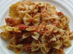 Další recept na rychlé těstoviny s tuňákem. Tuňák, sterilovaná rajčata, česnek – povedená kombinace :) Bon Appetit, Macaroni And Cheese, Vegetarian Recipes, Pasta, Ethnic Recipes, Household, Foods, Bulgur, Food Food
