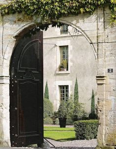 La Maison du Bailli entrance    http://linenandlavender.blogspot.com/2010/05/design-daily_23.html