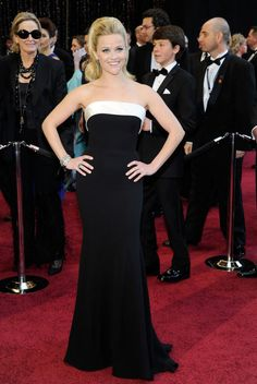 Reese Witherspoon in black-and-white Armani Privé - 2011 Oscars