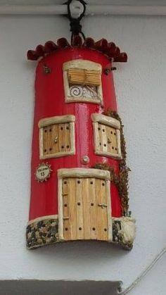 Resultado de imagen para teja decorada Decoupage, Tile Crafts, Spanish Tile, Fence Art, Fairy Garden Houses, House Drawing, Fairy Doors, Beach Stores, Paper Flowers