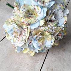 12 x Map Paper Flower Roses