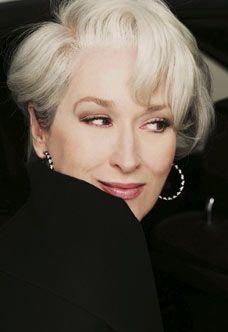 Ms cancer - Meryl Streep as Miranda Priestly. The Devil Wears Prada. Love her hair! Miranda Priestly, Pretty People, Beautiful People, Beautiful Life, Corte Y Color, Devil Wears Prada, Ageless Beauty, Grey Hair, White Hair