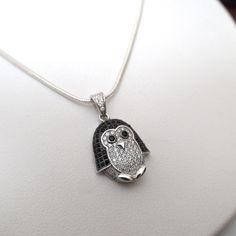 Such a cute baby Penguin necklace. Made out of 925 Silver with CZ Stones. Use coupon code PIN10 for 10% off your entire purchase plus free shipping worldwide!