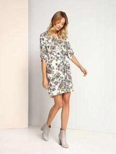 """Sukienka damska Top Secret z kolekcji jesień-zima 2016. <br><br> Modna sukienka w kwiatowe wzory z przedłużanym tyłem. Sukienka posiada pasek, dzięki któremu podkreślisz talię. Świetna propozycja na co dzień lub do pracy. Sukienka dostępna w kolorze białym (SSU1725BI).<br><br><span style=\""""font-style:italic\""""> Modelka ma 179 cm wzrostu i prezentuje rozmiar 36.</span>"""