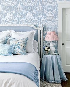 Cozy Bedroom, White Bedroom, Bedroom Ideas, Bedroom Inspo, Bedroom Designs, Real Wood Furniture, Blue Space, Beautiful Bedrooms, New Room