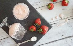 Slimming World Strawberry Mousse Dessert Recipe ⋆ Extraordinary Chaos - Food: Veggie tables Slimming World Meringue, Slimming World Desserts, Slimming World Recipes Syn Free, Jam Recipes, Sweet Recipes, Dessert Recipes, Drink Recipes, Vegan Recipes, Healthy Eating Tips