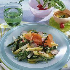 Spargelsalat mit Lachs Rezept | LECKER