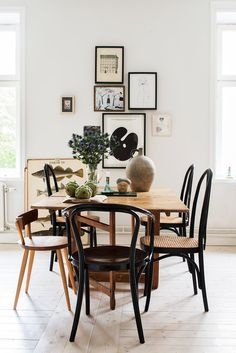 Different styles of chairs with unifying element | hits of black | it all works! |dining room