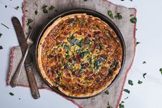 Everything is good with some bacon, especially this beautiful quiche recipe. Add some spinach to make it even better! Bacon Quiche, Spinach Quiche, Pinot Noir, Best Bacon, Cinnabon, Quiche Recipes, Fresh Bread, Cheddar Cheese, A Food