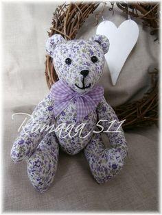 Medvídek - bílý s fialovými kytičkami