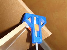 Very useful in helping to mount a box, the Shelves, canvas table frame ... easily and quickly !