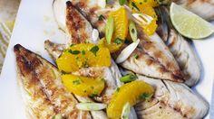 Rezept: Makrelen vom Grill mit Orangen und Frühlingszwiebeln