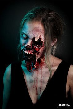 That's still my favorite Halloween make-up of the last years. Check out Fiona Freund on FB! by abstrusa_abstrakta Halloween Zombie, Looks Halloween, Halloween Contacts, Halloween Horror, Halloween Face Makeup, Zombie Zombie, Zombie Walk, Zombie Makeup, Scary Makeup