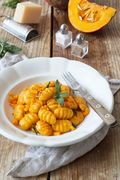 Pumpkin gnocchi with sage butter - recipe - Sweets & Lifestyle® - Pumpkin Gnocchi Recipe Homemade Pumpkin Gnocchi with Sage Butter. // homemade pumpkin gnocci – easy pumpkin gnocchi with sage butter sauce recipe. Salvia, Sage Butter Sauce, Butter Recipe, Sauce Recipes, Pasta Recipes, Dinner Recipes, Pumpkin Gnocchi, Pumpkin Pumpkin, Pumpkin Vegetable