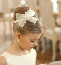 Hairstyle flowergirl.. Such a pretty lill misses! :) got to love it! Check out juul'sweddingsinspiration for more loveliness! XO Julie