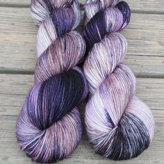 Surpriza -Miss Babs Hand-Dyed Yarns & Fibers Yarn Thread, Yarn Stash, Loom Knitting, Knitting Patterns, Knitting Ideas, Yarn Inspiration, Hand Dyed Yarn, Learn To Crochet, Yarn Colors