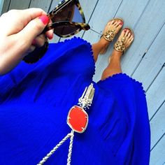 Love the pop of royal blue with the long accesory. ~GVT~