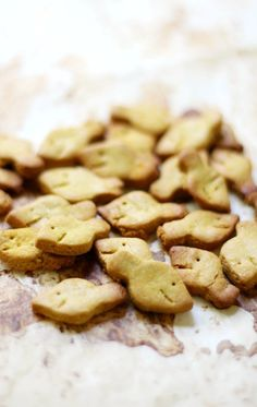 Homemade Gluten-Free + Vegan Goldfish (Allergy-Free, Grain-Free) | Strength and Sunshine @RebeccaGF666 Nothing says childhood more than Goldfish crackers! Now you can make your own Homemade Gluten-Free & Vegan Goldfish that are top 8 allergy-free, grain-free, sugar-free, and secretly protein-packed! A healthy snack recipe mom's and kids will love!