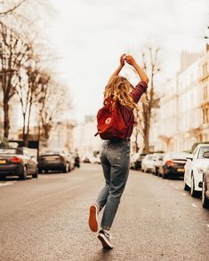 Shop Fjallraven Kanken Classic Ox Red Backpack at Urban Outfitters today. Womens Fashion Online, Latest Fashion For Women, Selfie Foto, Urban Outfitters Women, Red Backpack, Backpack Outfit, Kanken Backpack, Foto Pose, Photo Instagram