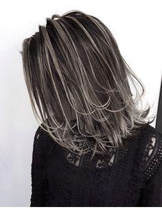 外国人風ロブ ハイライトバレイヤージュ グレージュ 白髪ぼかし Grey Blonde Hair, Grey White Hair, Long Gray Hair, Hair Color For Black Hair, Pelo Color Plata, Medium Hair Styles, Short Hair Styles, Silver Hair Highlights, Hair Color Underneath