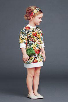 ¿Te gusta el vestido? Es de Dolce & Gabbana. En Alex and Alexa encontrarás gran variedad de modelos de la marca.  #Alex #and #Alexa #Dolce #Gabbana #niña #vestido