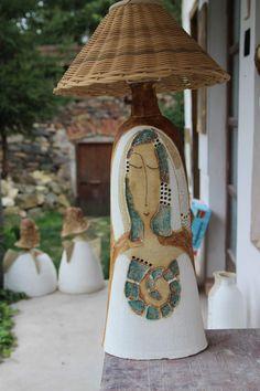 zuzana-strakova | Lampy elektrické stojací – rajce.net Ceramic Pottery, Ceramic Art, Ceramic Light, Collage Art Mixed Media, Ceramic Figures, Paperclay, Lamp Bases, Light And Shadow, Sculptures