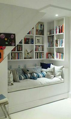 Yes!! Book nook!!:)