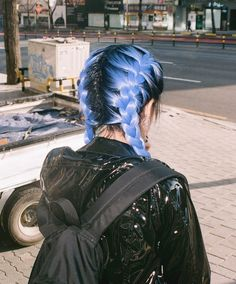 What hair dyes can be used to achieve this periwinkle color (that's not Arctic Fox! Goth Hair, Grunge Hair, Emo Hair, Creative Hair Color, Cool Hair Color, Green Hair, Blue Hair, Lilac Hair, White Hair