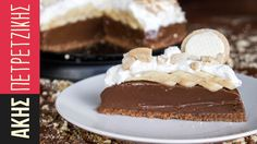 Chocolate Banoffee Pie by Greek chef Akis Petretzikis. A lovely, tasty and easy recipe for banoffee pie that is made with dulce de leche and sandwich cookies! Cold Desserts, No Bake Desserts, Sweet Pie, Sweet Bread, Sweet Recipes, Cake Recipes, Banoffee Pie, My Dessert, Happy Foods