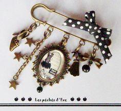 Grande Broche épingle rétro cabochon thème corset petits pois : Broche par les-peches-d-eve