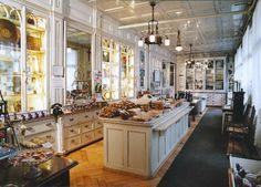 Schafbock- und Lebkuchenmuseum Goldapfel, Einsiedeln Gingerbread makers in Switzerland