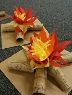 Campfire centerpieces for the 'Blue & Gold Banquet' (we used battery operated flickering tealights in the center) Camping theme by Rebecca Dee Hansen Humpherys Cub Scouts, Girl Scouts, Kids Crafts, Diy And Crafts, Paper Crafts, Art Crafts, Diy Art, Camping Crafts For Kids, Banquet Centerpieces