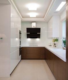 kleine Küche in U Form in weiß und dunkelbraun