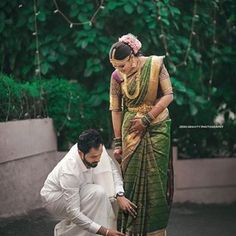 Honnêtement, nous pensons qu& est un objectif de mari! Indian Wedding Couple Photography, Wedding Couple Photos, Wedding Photography Poses, Wedding Pics, Wedding Shoot, Wedding Couples, Wedding Day, Mehendi Photography, Wedding Goals