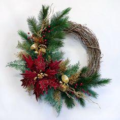 winter wreaths for front door - Bing Images Diy Christmas Door Decorations, Homemade Christmas Wreaths, Christmas Wreaths To Make, Holiday Wreaths, Winter Wreaths, Christmas Arrangements, Xmas Crafts, Poinsettia Wreath, Bing Images