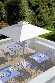 Flower tables and chairs, Dehors parasol by #Ethimo #Design #Furniture_Design #Furniture #Outdoor #OutdoorDesign #OutdoorLiving #Tables #Chairs #Parasols #OutdoorDecor #LoveDesign #Architecture #ArchiLovers #ArchiProducts #Inspiration #Mood #Style #Relax #LifeStyle #Luxury #Terrace #TerraceDesign #TerraceFurniture #TerraceIdeas #Inspirations