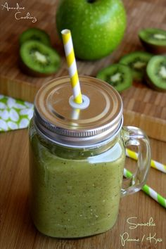 Juice Recipes 479351954071925403 - Smoothie à la pomme verte et kiwi Source by marieemilief Smoothie Pomme Kiwi, Smoothie Jar, Strawberry Banana Smoothie, Fruit Smoothies, Healthy Smoothies, Alcohol Recipes, Raw Food Recipes, Healthy Recipes, Juice Recipes
