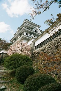 Things to consider in life. When luxury or the exotic comes knocking on your door do you answer? Gujo Hachiman, Beautiful Places, Beautiful Pictures, Beautiful Scenery, All About Japan, Japanese Castle, Japan Garden, Japan Travel, Japan Trip