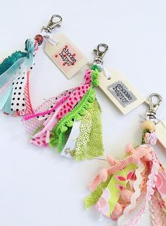 17 Brilliant Ideas for Upcycling your Scrap Fabric - Upcycle My Stuff scrap fabric tassle keychain Scrap Fabric Projects, Diy Sewing Projects, Fabric Crafts, Diy Crafts, Tassle Keychain, Diy Keychain, Fabric Remnants, Fabric Strips, Fabric Brooch