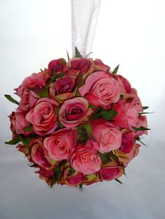 this is something a bridesmaid should carry, i'm against bridesmaids carrying small boquets