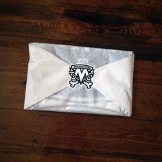 Packaging creativo para envolver camisetas personalizadas