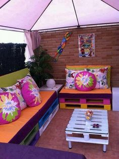 Here is another example of pallet made furniture. These unique and stylish self styled furniture items are a great addition to your room interior. Their multi colored texture is enhancing the style and beauty of room. The pallet made sofas along with some finest cushions are a best source of comfor