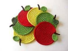 Traditional crochet crafts with a twist of modern - by Mari Martin. Crochet Food, Crochet Kitchen, Crochet Crafts, Crochet Yarn, Crochet Flowers, Crochet Projects, Stitch Crochet, Crochet Potholder Patterns, Crochet Placemats