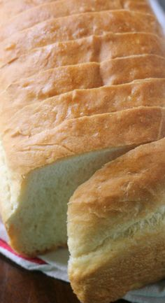 Country White Bread ~~~ Learn how to make this beautiful and fluffy country white sandwich bread recipe. No added preservatives, just a good wholesome loaf of bread you will feel good about eating!